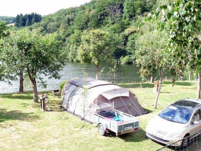 Pitch by lake Maury at Camping La Romiguière (Laguiole - Aubrac - Aveyron)