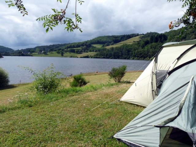 a pitch with a nice view by the Lake of Selve at Camping La Romiguière near de Laguiole (Aubrac Aveyron)