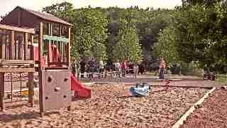 aire de jeux et terrain de petanque