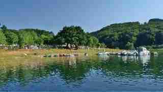 les bateaux devant le camping